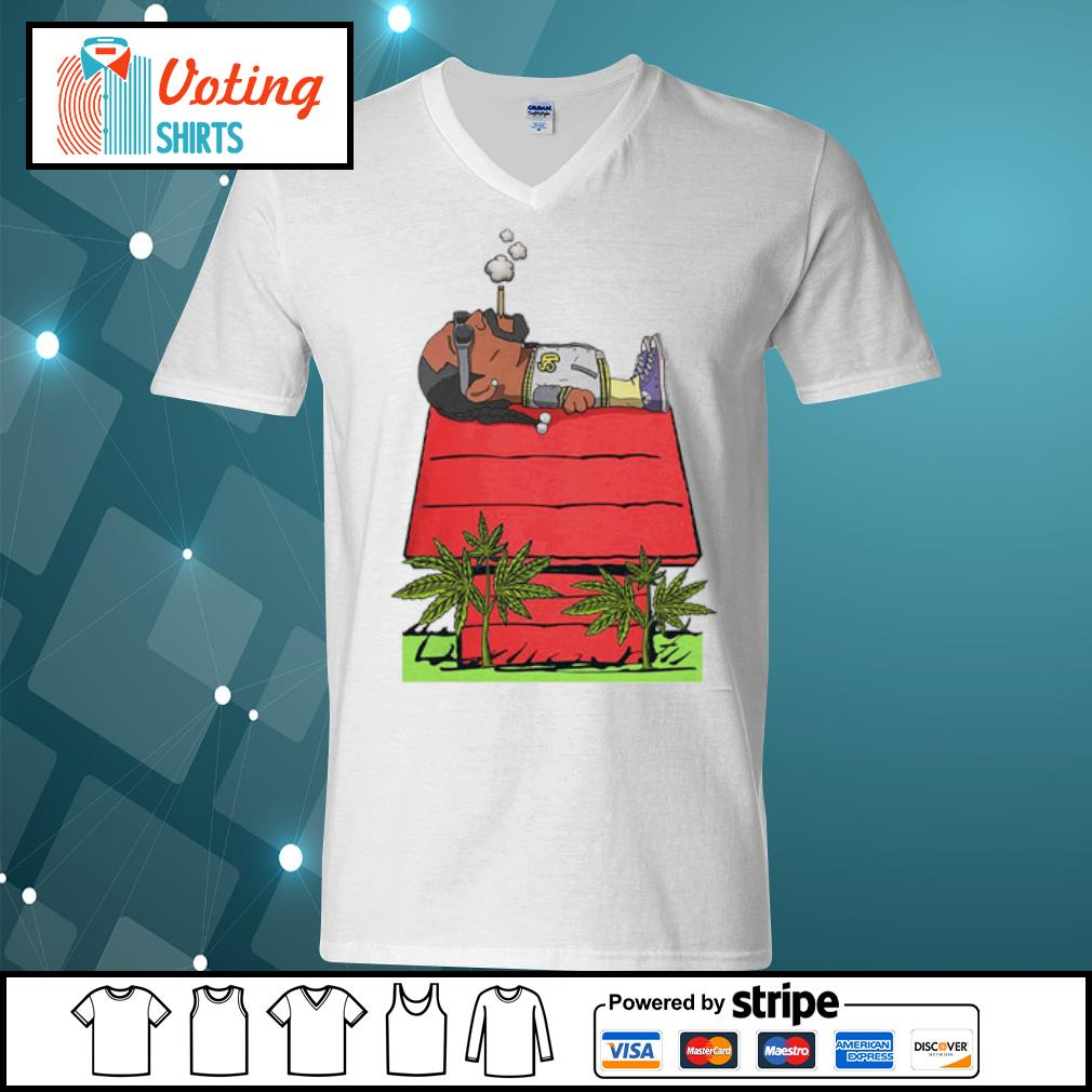 Snoop Dogg smoking weed on rooftop s v-neck-t-shirt