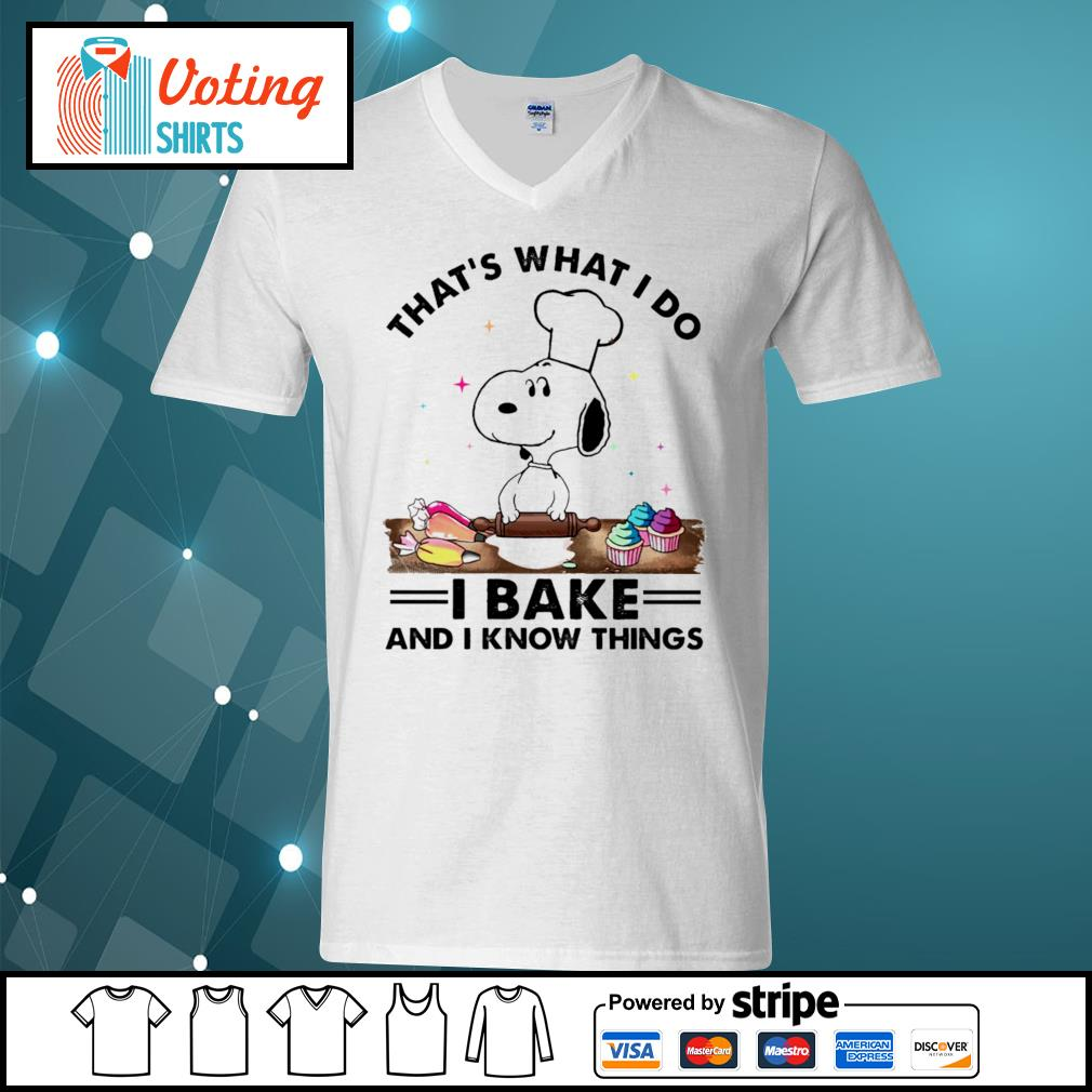 Snoopy that's what I do I bake and I know things s v-neck-t-shirt